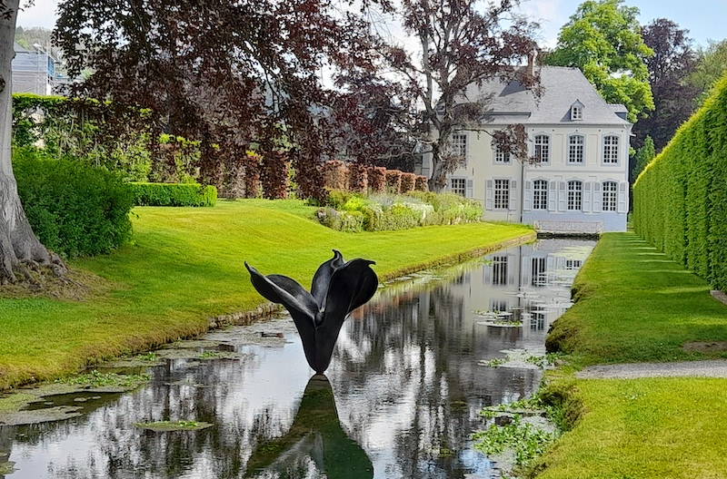 Guilded_Artist-Anne Curry exhibits Escapade at Chateau Annevoie Belgium